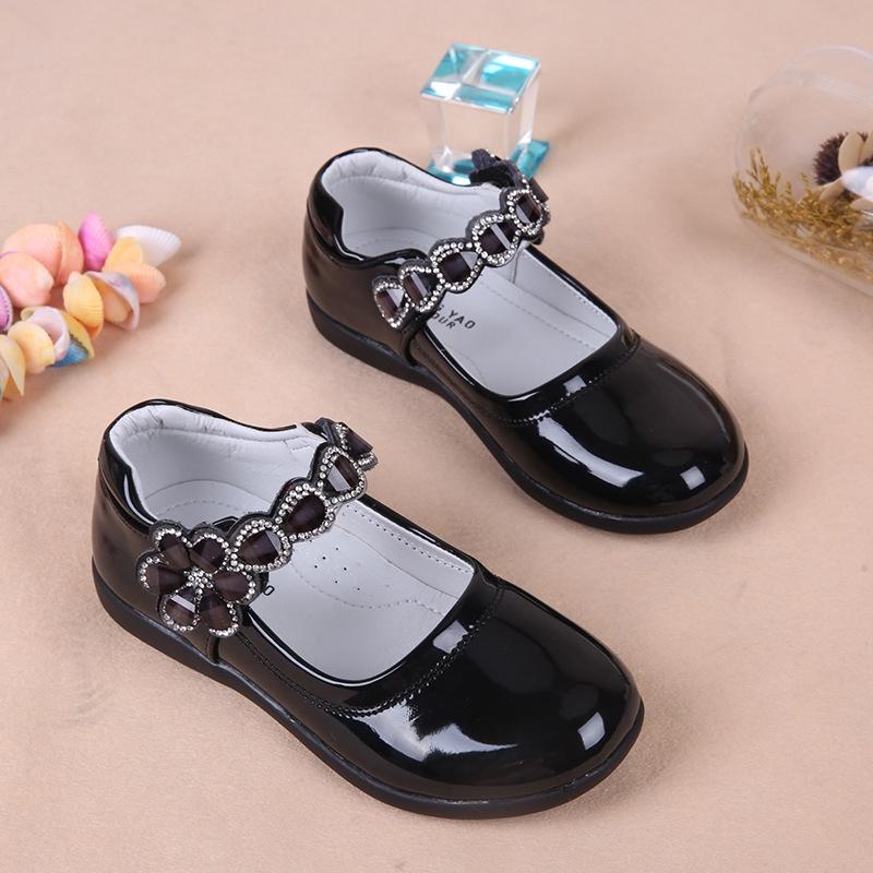 รองเท้าคัชชู เเต่งสายคาดลายดอกไม้ ประดับเพชร มี 3 สี แฟชั่นสำหรับเด็กผู้หญิง