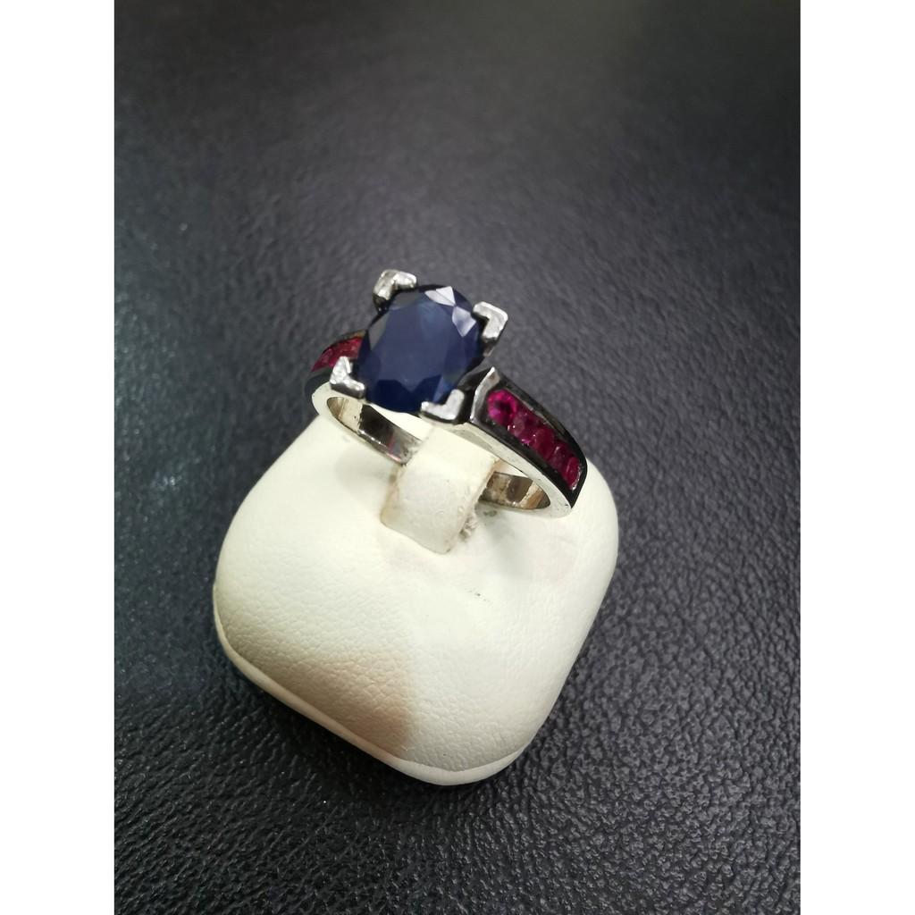 แหวนไพลินแท้ พลอยน้ำเงิน ก้านฝังทับทิม พลอยแดง ตัวเรือนแหวนเงินแท้92.5% แหวนชุบทองคำขาว (พิเศษ!ตัดไซส์พร้อมชุบใหม่ฟรี)