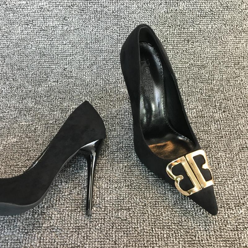 รองเท้าคัชชูหัวแหลม 2020ฤดูใบไม้ร่วงใหม่bbหัวเข็มขัดกำมะหยี่สีดำรองเท้าส้นสูงหญิงกริชเซ็กซี่ป่าปากตื้นชี้รองเท้าเดียวcod