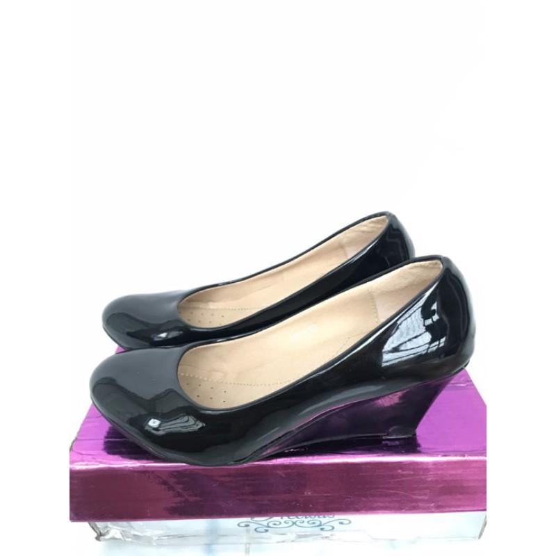 รองเท้าคัชชูผู้หญิงสีดำ