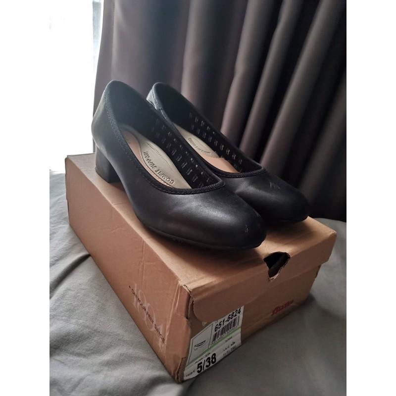 (ส่งฟรี)รองเท้าคัชชูมือสอง บาจา Bata Comfit สูง 1 นิ้วครึ่ง สีดำ เบอร์37