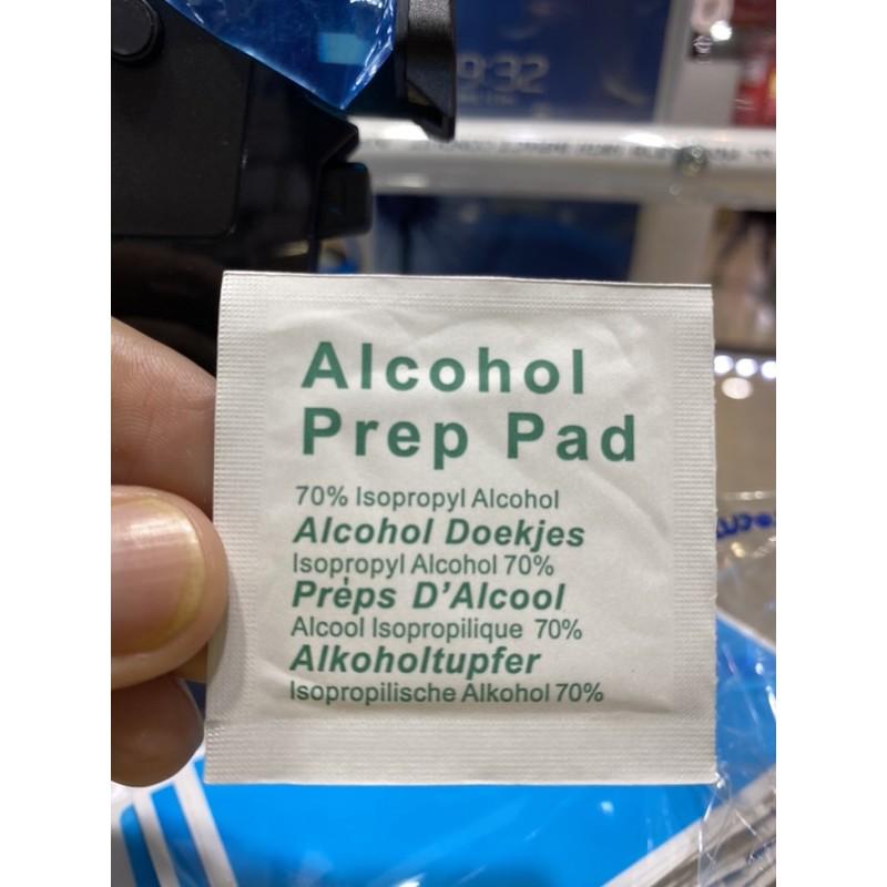 แผ่นเช็ดทำความสะอาด alcohol prep pad 70% พกง่าย เก็บสะดวก ใช้ง่าย ใส่กระเป๋ากางเกง หรือใส่กระเป๋าเดินทาง ใช้เช็ดมือหลังเ