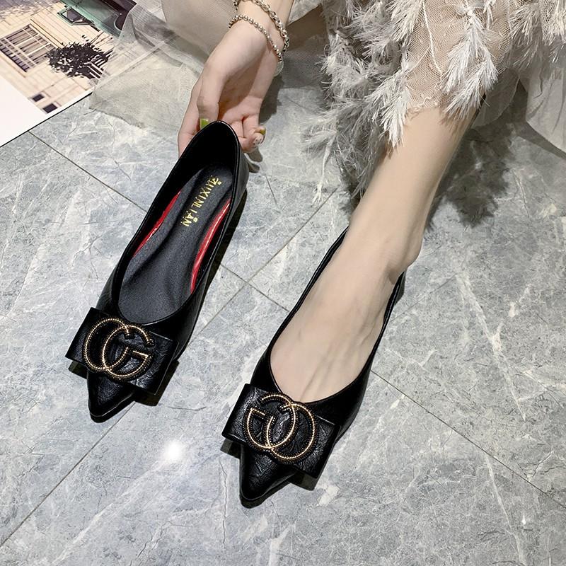 รองเท้าคัชชูหัวแหลมหญิงรุ่นเกาหลีป่าสีดำเล็กสดหนังนิ่มรองเท้าแบนรองเท้าเทรนด์