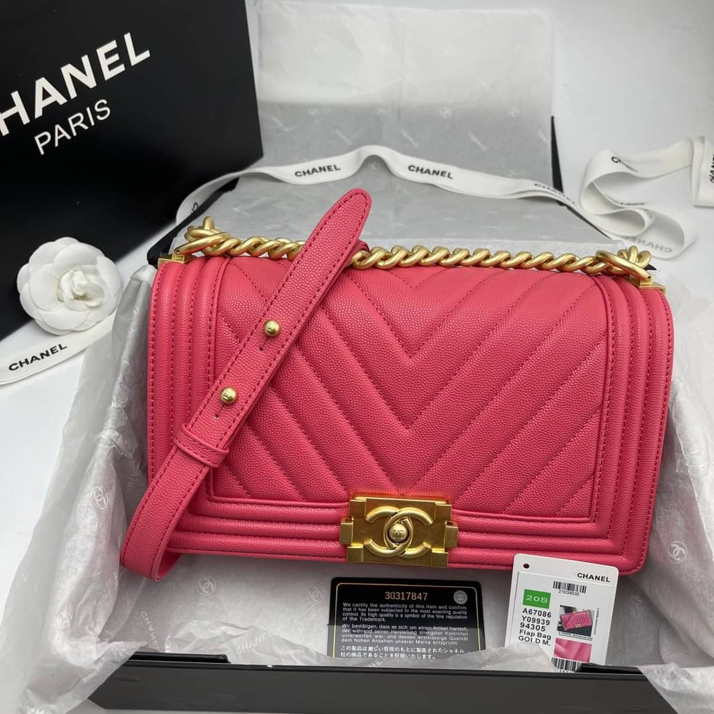 Chanel boy chevron ชมพูช้อคกิ้งพิ้ง Grade vip Size 25cm ราคาส่ง 5,000 บาท อปก. fullboxset