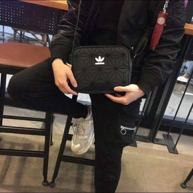 f02fadd2445062 Hot Deal Adidas Originals 3D Mini Airliner Style Shoulder Bag ราคาดี ...