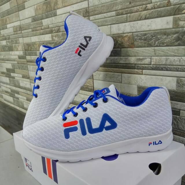 Fila รองเท้าวิ่งสีขาวสีฟ้า