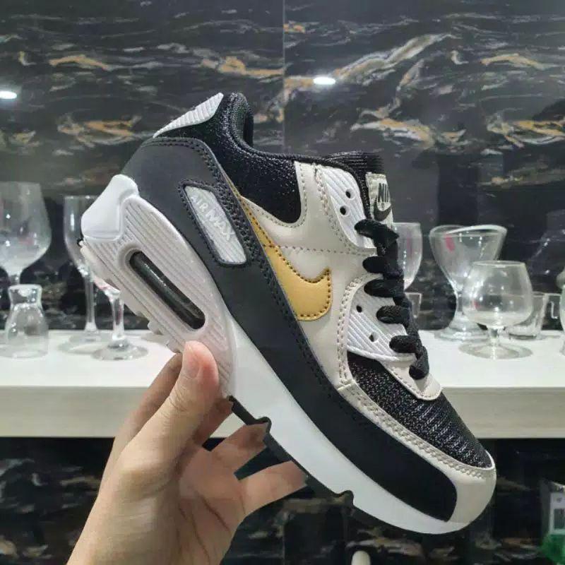 รองเท้าผ้าใบ Nike Air Max 90 สีดําทองขาว