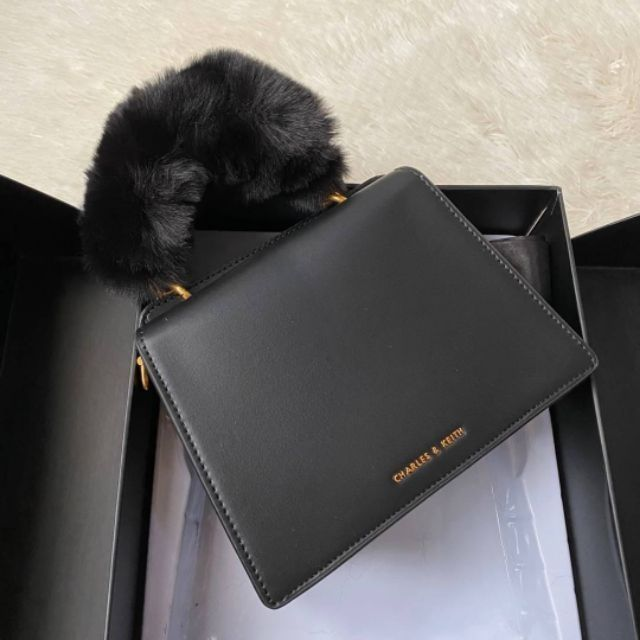 Charles&Keith กระเป๋าถือ Furry black งานoutletแท้!!!