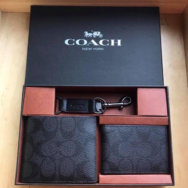 Coach #F41346 ชุดกระเป๋าสตางค์ใบสั้น พร้อมกล่อง มีไส้ถอดออกได้ มาพร้อมพวงกุญแจหนัง อะไหล่รมควัน สวยดูดี