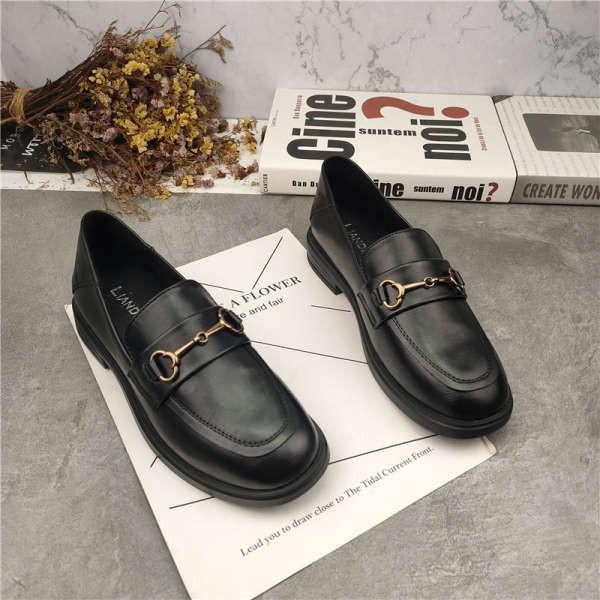 รองเท้าคัชชู ใส่สบาย สำหรับผู้หญิง รุ่นสีเรียบใส่ทำงาน รองเท้าหนังขนาดเล็กสีดำหญิงสไตล์อังกฤษปี 2020 รองเท้าส้นแบนขี้เกี