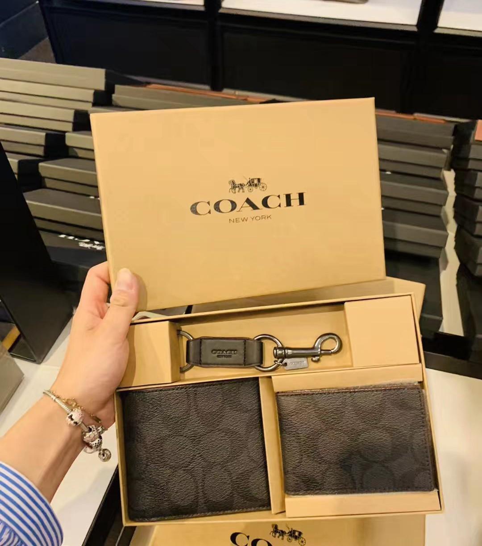 กระเป๋าสตางค์ใบสั้นผู้ชายโคอาล่า US  Coach Ole New Men's Short Wallet Card Case Keychain Gift Box Leather