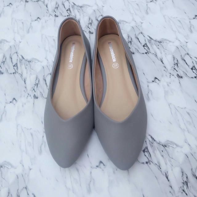 รองเท้าคัชชูหัวแหลม ส้นแบน