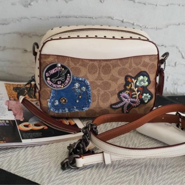 กระเป๋า COACH Camera Bag in Signature Canvas With Patchwotk And Rivets 30245 งานshop ลายซี สีน้ำตาล สะพายข้าง