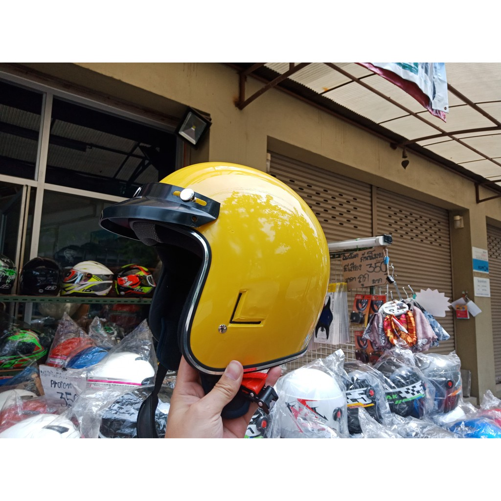 หมวกกันน็อคคลาสสิคพร้อมชิวหน้าสีเหลืองเงา
