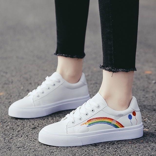 ยางยืดออกกําลังกาย✙◑( HS-06 ) Hiso รองเท้าผ้าใบสีขาวมีลวดลายด้านข้างตกแต่งนิดหน่อย
