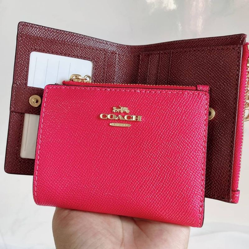 COACH SNAP CARD CASE IN ELECTRIC PINK LEATHER (73867) กระเป๋าสตางค์ 2 พับใบสั้น หนังสีชมพู