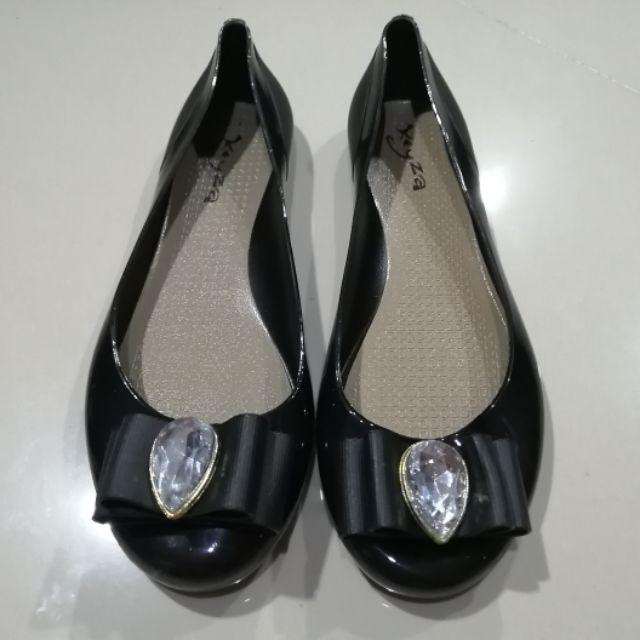 """รองเท้าคัชชู ยางสีดำ แต่งโบว์เพชร มือ☝️สภาพดี(แค่ลอง)38"""""""