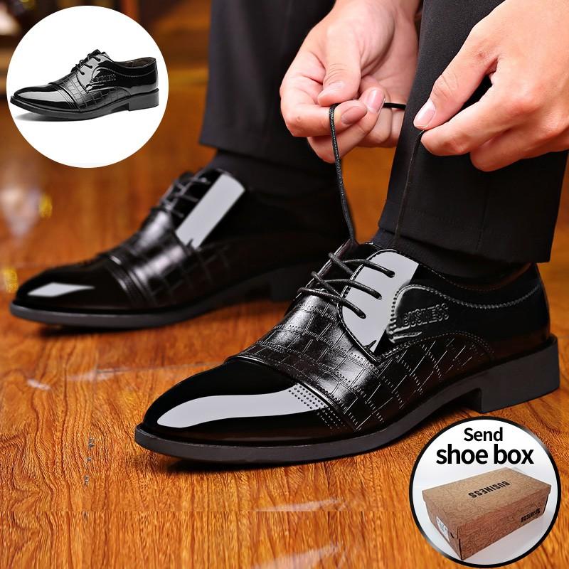 รองเท้าทำงานผู้ชาย แบบผูกเชือก สีดำแฟชั่นลำลองชี้รองเท้าหนังผู้ชายอย่างเป็นทางการ รองเท้าหนังจระเข้.