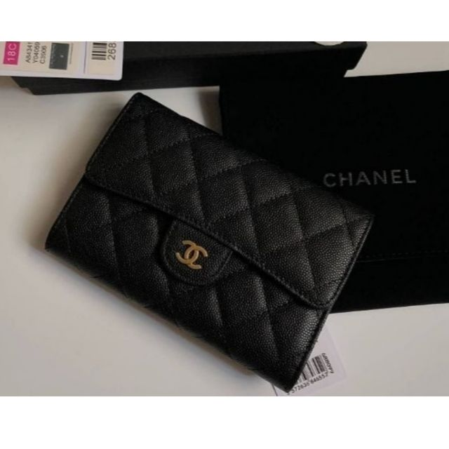 Chanel​ classic​ Flap​ small​ wallet​ in​ Caviar​ skin