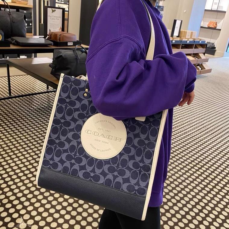 COACH 2825 กระเป๋าผ้าแคนวาส กระเป๋าสตรี กระเป๋าสะพาย กระเป๋าถือ การพิมพ์ กระเป๋าสะพายไหล่