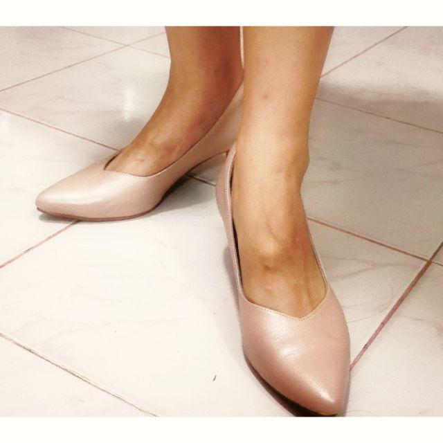 รองเท้าคัทชู St.James รุ่น Vivian ไซส์ 36 ส้นสูง 2.5 นิ้ว หัวแหลม สีชมพูนู้ดมุก รองเท้าคัชชูใส่ออกงาน มือสอง สภาพใหม่