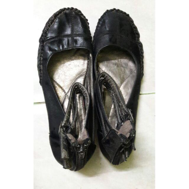รองเท้าคัชชูรัดส้นสีดำ