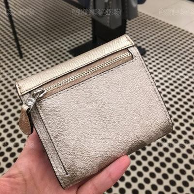 ⅜むกระเป๋าสตางค์🔥⭐🔥ตอนนี้ซื้อ Coach/Coach Ladies กระเป๋าสตางค์ใบสั้นสามพับในสหรัฐอเมริกาโลโก้คลาสสิกสีทองแชมเปญ40646