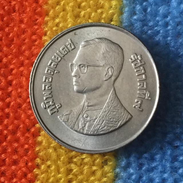 เหรียญ 2 บาท พศ. 2528 มีตำหนิ ขอบวง หายาก น่าสะสม