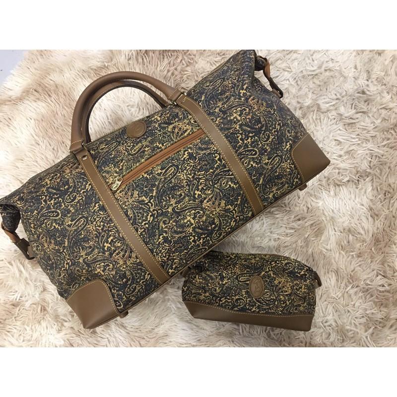 กระเป๋าเดินทางแบบถือ และกระเป๋าใบเล็กมือสอง