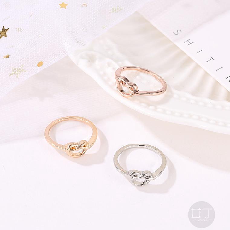 แหวนทองคำขาวดอกกุหลาบผู้หญิงเครื่องประดับทำด้วยมือที่สวยงาม 407