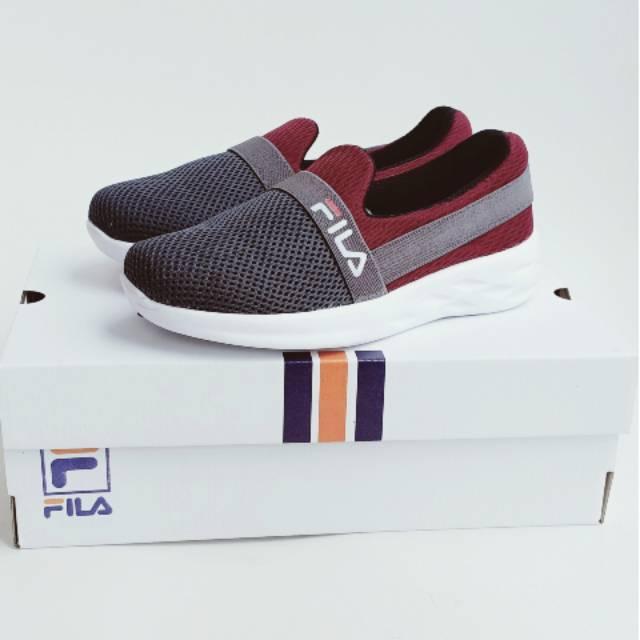 Fila รองเท้ากีฬา / รองเท้าวิ่ง / Aerobic / Fila สีเทาสีแดง