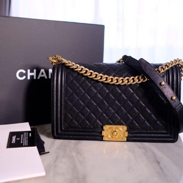 Chanel boy 11' medium caviar holo23