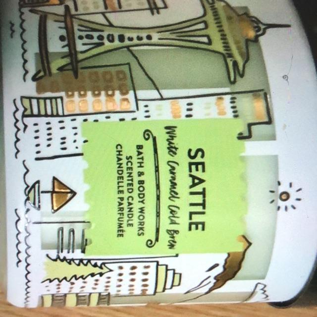 เทียน น้ำหอม Gift set bath and body work รับสั่ง รอนานหน่อยแต่แท้แน่คะ หิ้วเองแท้แน่นอนมีหลายกลิ่นหลายรุ่น