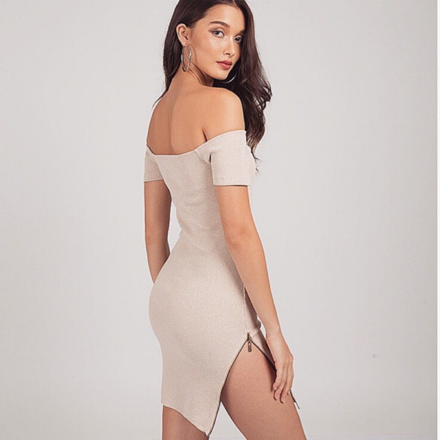 Kimber Nude Off Shoulder Dress 03 เดรสปาดไหล่ครีม