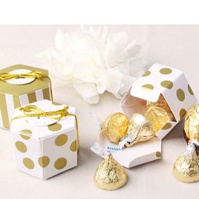 🍍🍍PK 🍍🍍 กล่องของขวัญ ทรง6เหลี่ยม ลายจุดทองน่ารัก ราคาถูก พร้อมส่ง +สายเชือก  👐👐ไม่รวมการ์ด ขนาดเล็ก