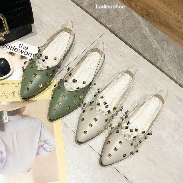 รองเท้าคัชชูแบบสวมรัดส้น หนัง PU  เสริมซิลิโคนใสแต่งหมุดสีทอง