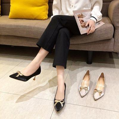 รองเท้าคัชชูหัวแหลมผู้หญิงส้นสูงแบบใหม่ปากตื้นแฟชั่นส้นหนา