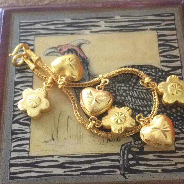 สร้อยข้อมือทองเหมือนแท้น้ำหนัก 3 บาทราคาพิเศษ 499 บาททองเหมือนแท้ความยาว 19 เซนติเมตรใส่ได้จัดส่งฟรี