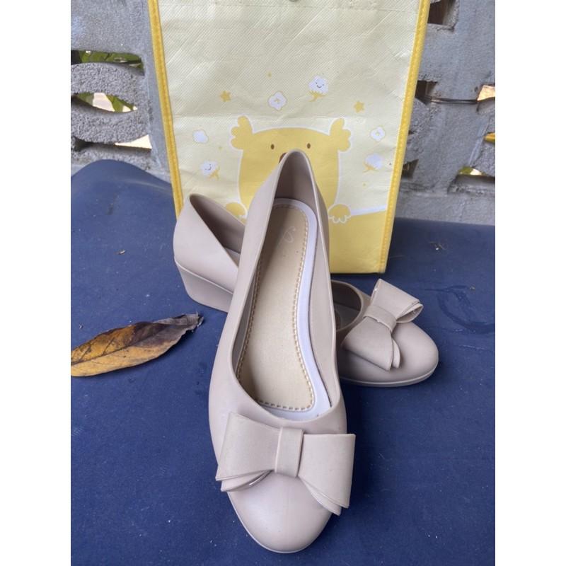 รองเท้าคัชชูโบว์ ยางเจลลี่ ส้นเตารีด สูง2นิ้ว หนังนิ่ม Size 37 ครีม