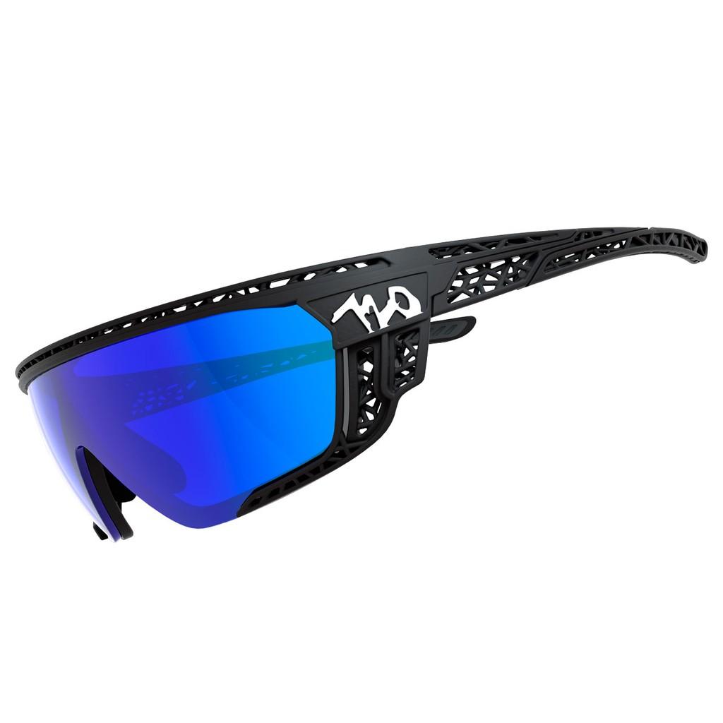 แว่นตากันแดด 720armour รุ่น Apus สีกรอบ Matte Black สีเลนส์ Smoke Full Blue Ti