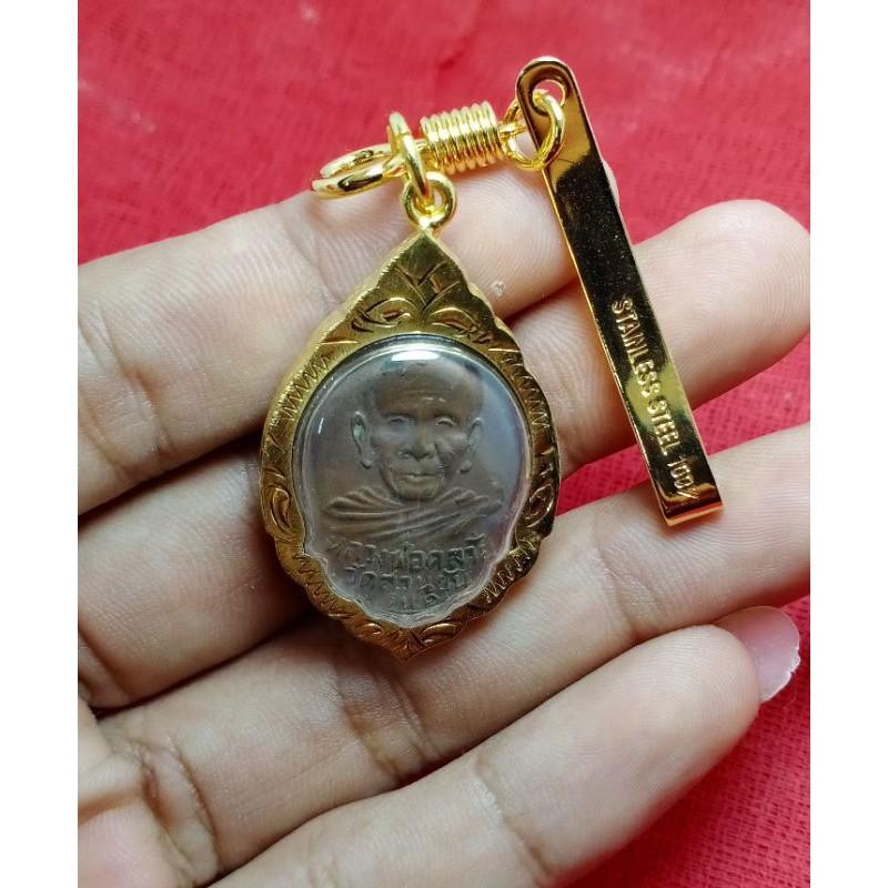 เหรียญพ่อท่านคล้าย เนื้อทองเเดง ขนาด 3x2.5cm เลี่ยมทองไมคร่อน พร้อมแหนบทอง งานสวยเกรดAAA