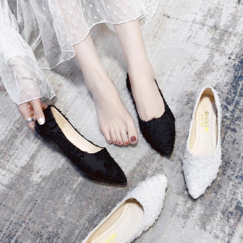รองเท้าคัชชูหัวแหลมผู้หญิงส้นเตี้ยปั๊มย้อนยุค