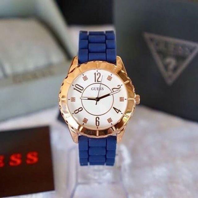 นาฬิกาข้อมือGuess Cabana นาฬิกาข้อมือสีเงินสําหรับผู้หญิง