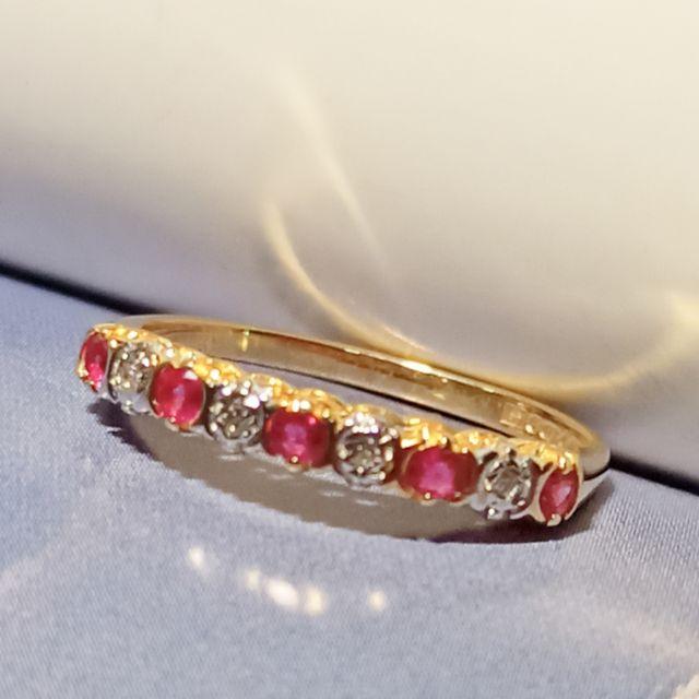 แหวนทองประดับพลอยทับทิมแท้ เพชรเกสร 1 ตัง 4 เม็ด ทอง 9k ไซค์ 52.5 นน.1.42 กรัม ราคา 3,900 บาท มือสองสภาพ 90%
