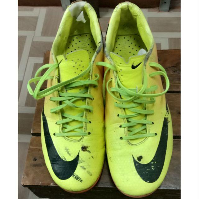 รองเท้าฟุตบอลมือสองสภาพดี