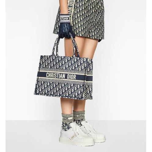 Dior / แบบใหม่ / กระเป๋าถือ BOOK TOTE / พิมพ์เฉียงสีน้ำเงิน / กระเป๋าช้อปปิ้ง / กระเป๋าเดินทาง / แท้ 100% / 36.5-41.5CM