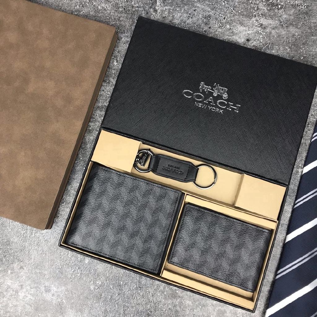 กระเป๋าสตางค์Coach กระเป๋าสตางค์หนังใบสั้นพร้อมพวงกุญแจ