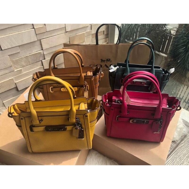 COACH SWAGGER 21 CARRYALL IN PEBBLE LEATHER 4 สี เหลือง,เขียว,นต,ชมพู