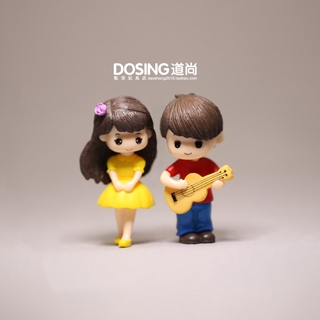 Playing guitar couple romantic boy girl wedding wedding doll plastic doll doll hand-made model