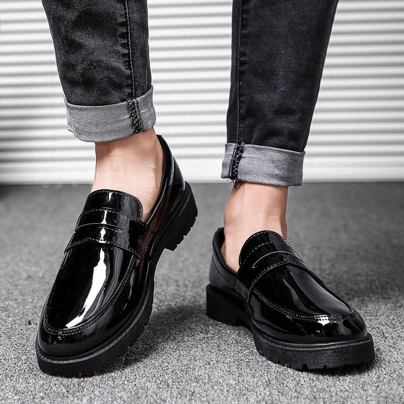 รองเท้าคัชชูผู้ชาย ☆รองเท้าหนังผู้ชายเกาหลี Ulzzang สีดำเวอร์ชั่นเกาหลีของสีน้ำตาลหัวสีน้ำตาลสายรัดนักเรียนรองเท้าลำลองช